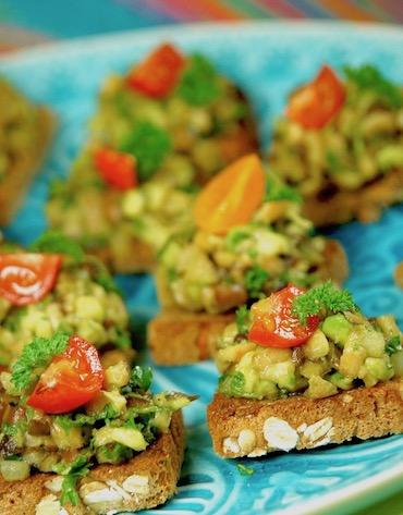 Crostini mit Pilz-Avocado-Tatar