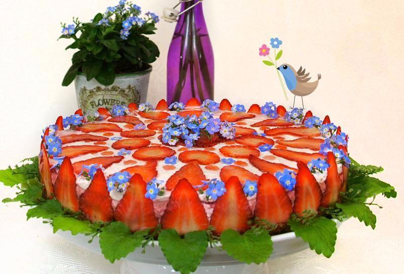 ERDBEEREN-WONNE Erdbeer-Mandelsahne-Torte VEGAN