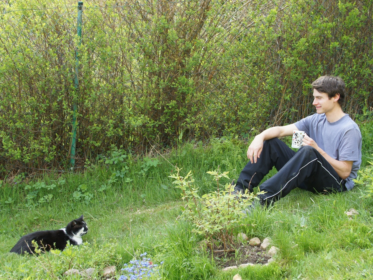 Jungs im Garten